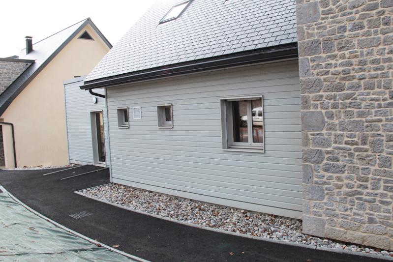 Enduit, bois, pierre : une offre élargie de parements extérieurs sur murs à ossature bois