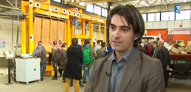 Octavian Pop, Responsable scientifique, répond aux questions de France 3 Limousin lors des  Rencontres nationales de la construction paille d'Egletons.