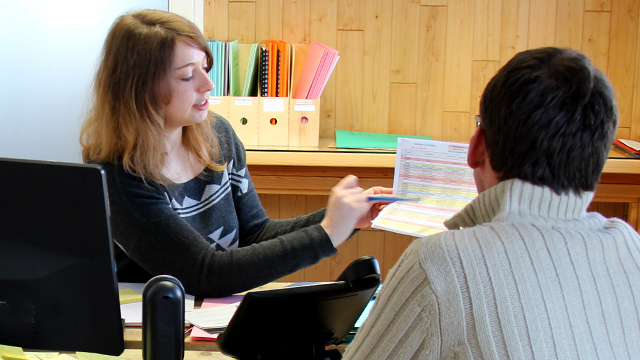Mylène Tourneix, Assistante formation, accompagne les stagiaires dans le montage des dossiers de formation Bois PE.