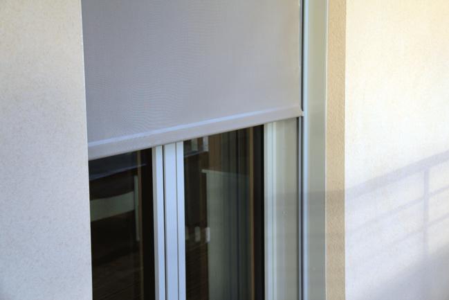 Store de protection solaire en toile Screen ou Soltis. Réservation moyenne : H 85 x  L 85 mm