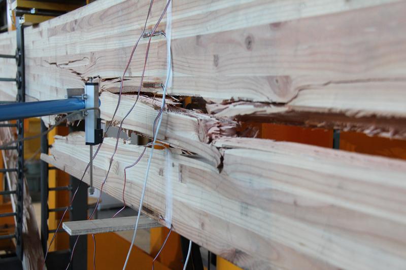 Ici, une rupture en traction autour d'un noeud…