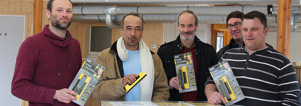 Les stagiaires de Bois PE reçoivent un détecteur de montants