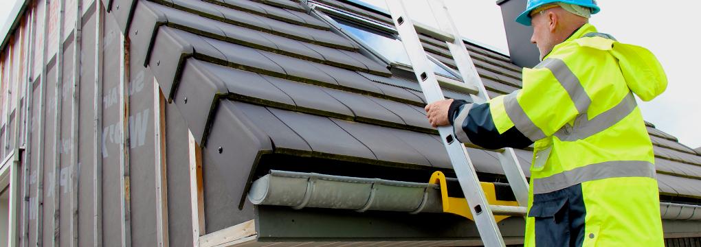 Accéder à la toiture sans déformer la gouttière