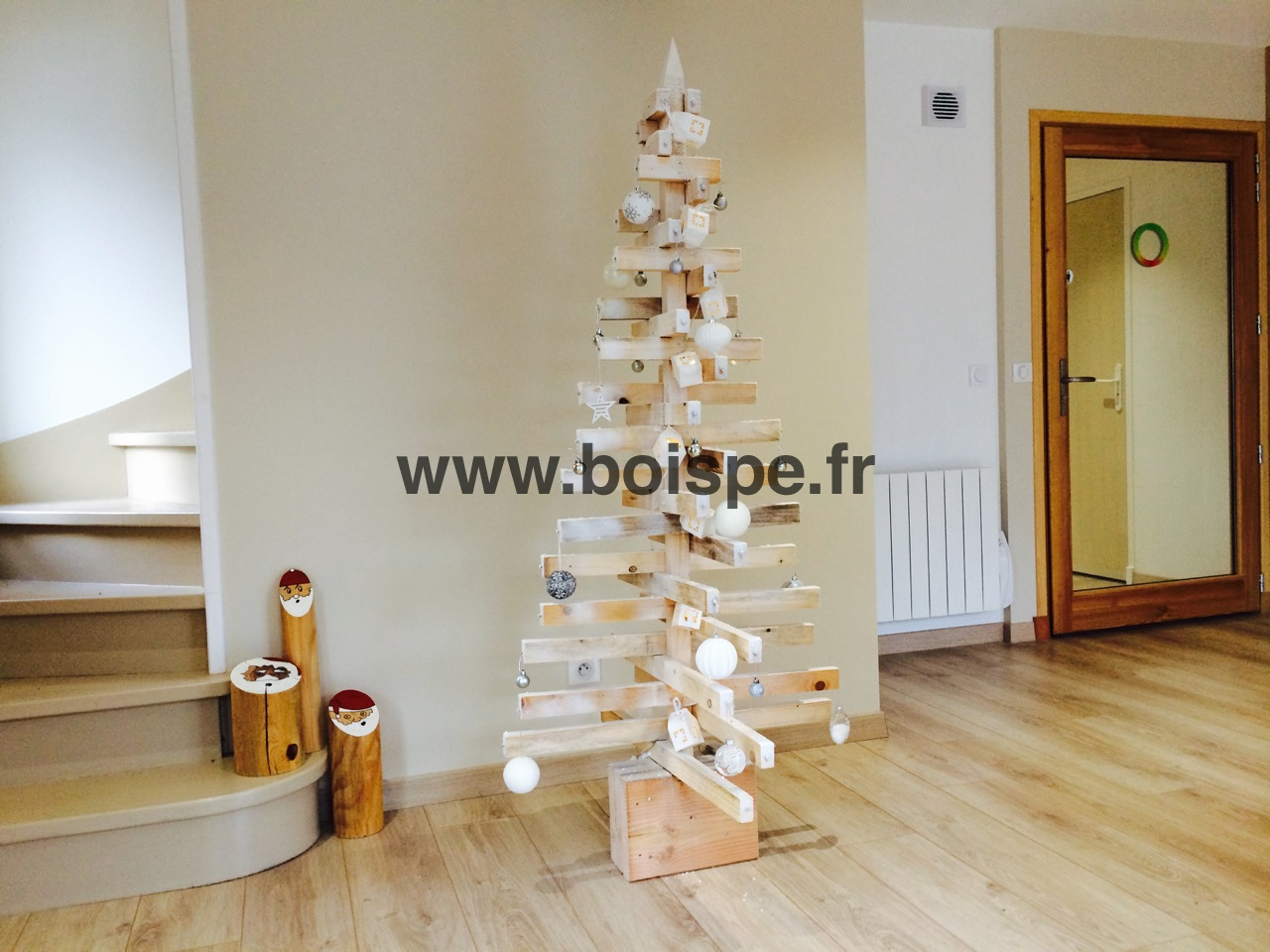 Sapin noel bois pe3 fabriquer un sapin de no l partir for Fabrication decoration de noel