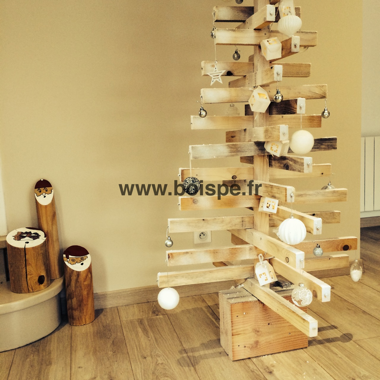 fabriquer un sapin de noel en bois. Black Bedroom Furniture Sets. Home Design Ideas